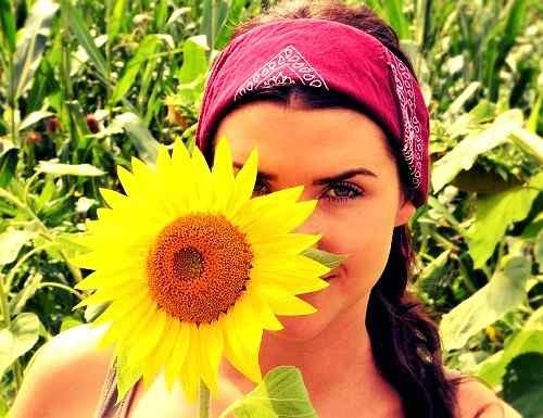 girl with flower image for Whatsapp DP